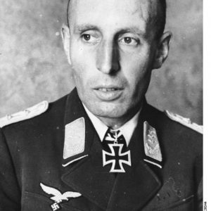 Zentralbild Freiherr Friedrich August von der Heydte Hauptmann an der faschistischen Luftwaffe. Ritterkreuzträger.